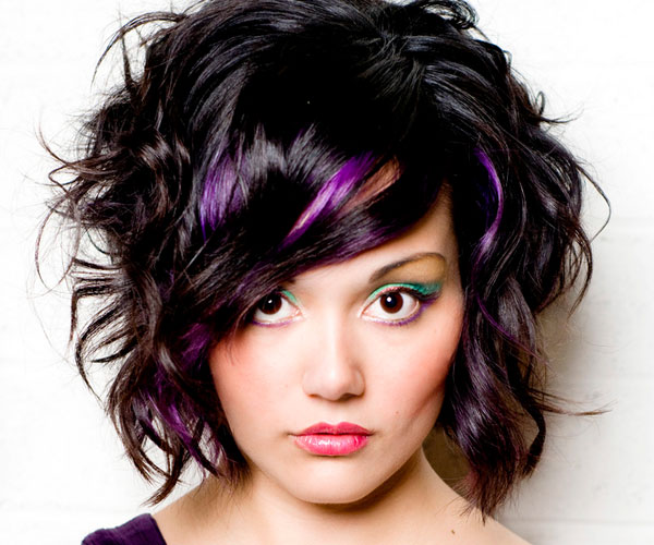 short curly hair with purple highlights | Coiffed | Pinterest