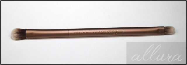 Urban-Decay-Naked-3-Palette-Brush